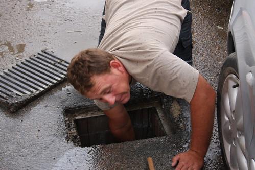 Agustín clearing storm drain