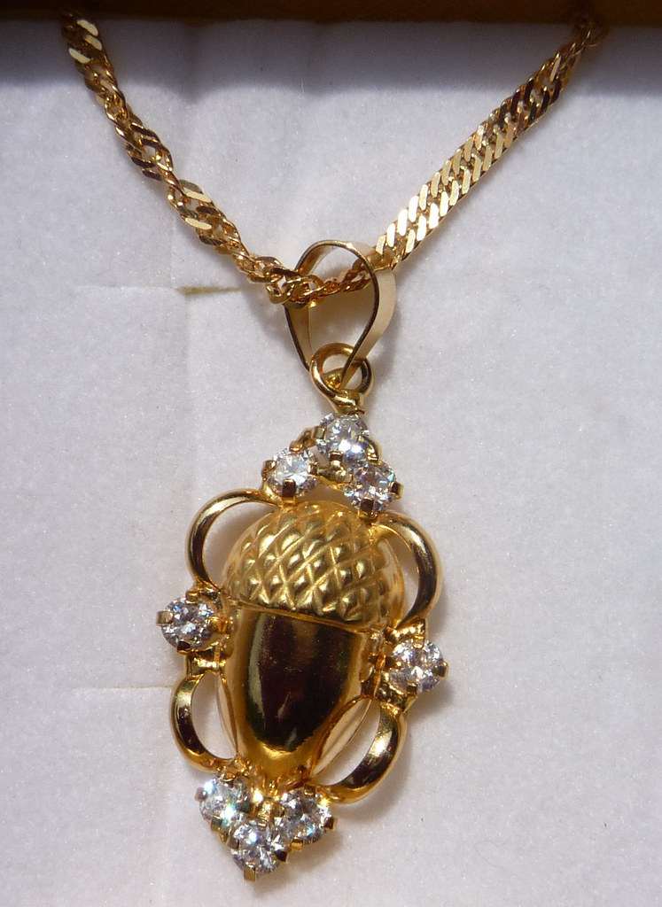 Gold Bellota Necklace