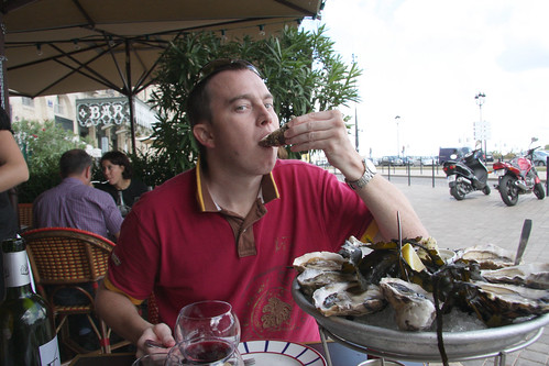 Eating Raw Oysters in France