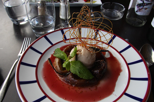 Figs with ice cream in a fig-and-port sauce