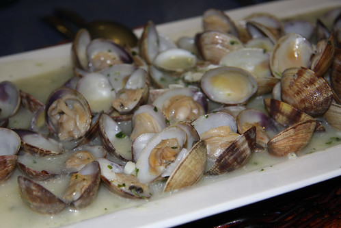 Clams in Garlic and Parsley Sauce
