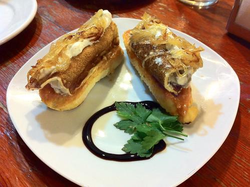 Bodega la Casona - Pincho de crep rellena de setas y vieiras con queso Idiazábel