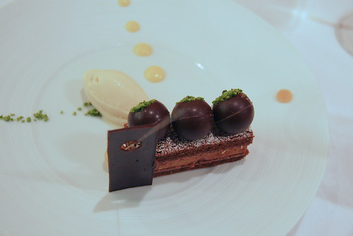 Comme Chez Soi - Crispy bitter chocolate, praline, pistachios, advocaat
