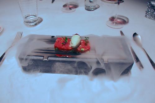 Restaurante Solana - Tartar de salmón de Alaska y aguacate con helado de hinojo y pepino.