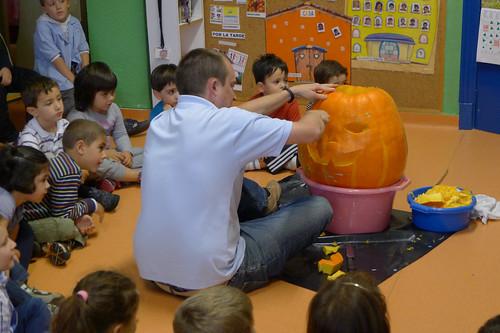Halloween Pumpkin Carving 2013 - Fray Pablo