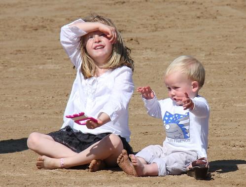 Show me that kite, sister!