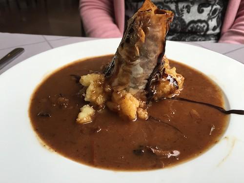 TarKarí - Crujiente de rabo de toro sobre puré de patatas
