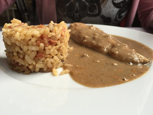 TarKarí - Merluza en salsa de almendras con risotto de setas